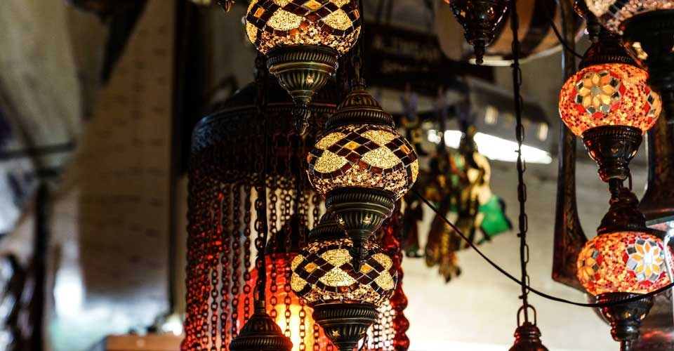 Lamps in Istanbul. Photo by Martin Zangerl - unsplash