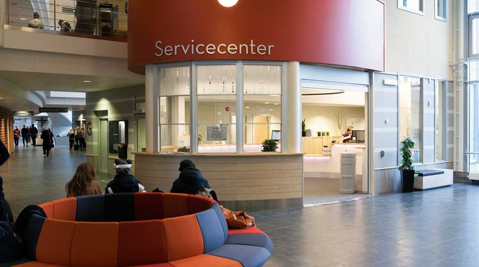 Servicecenter and reception at campus. Photo.